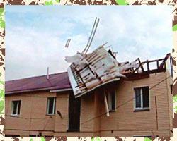 Крыша снесенная сильным ветром